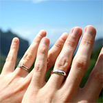 wedding_rings_hands_t